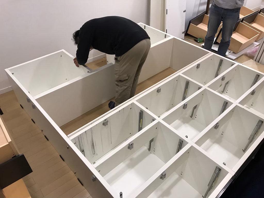 家具を分解する時は家具を傷つけないことを第一に作業します