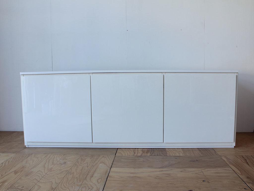 壁面収納ボードからリメイクした3枚扉のリビングボード