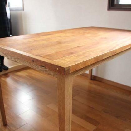 納品させていただいたお客様宅のインテリアとも馴染むダイニングテーブル