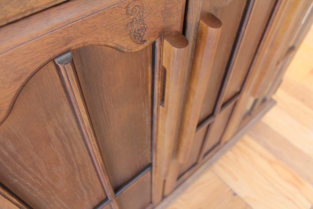 ガラス扉のガラスを取り外し木製扉に加工