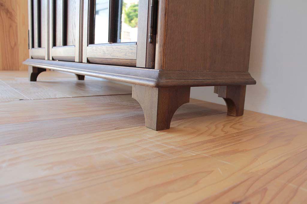 シルバニアファミリーの家具のイメージで製作したキャビネットの脚