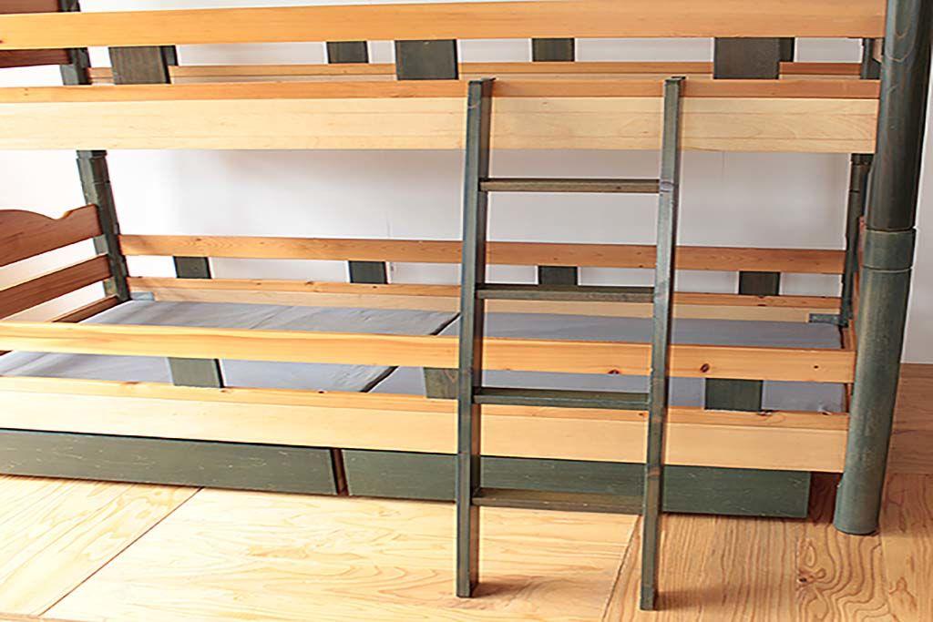リメイク前の木製2段ベッドと付属の梯子