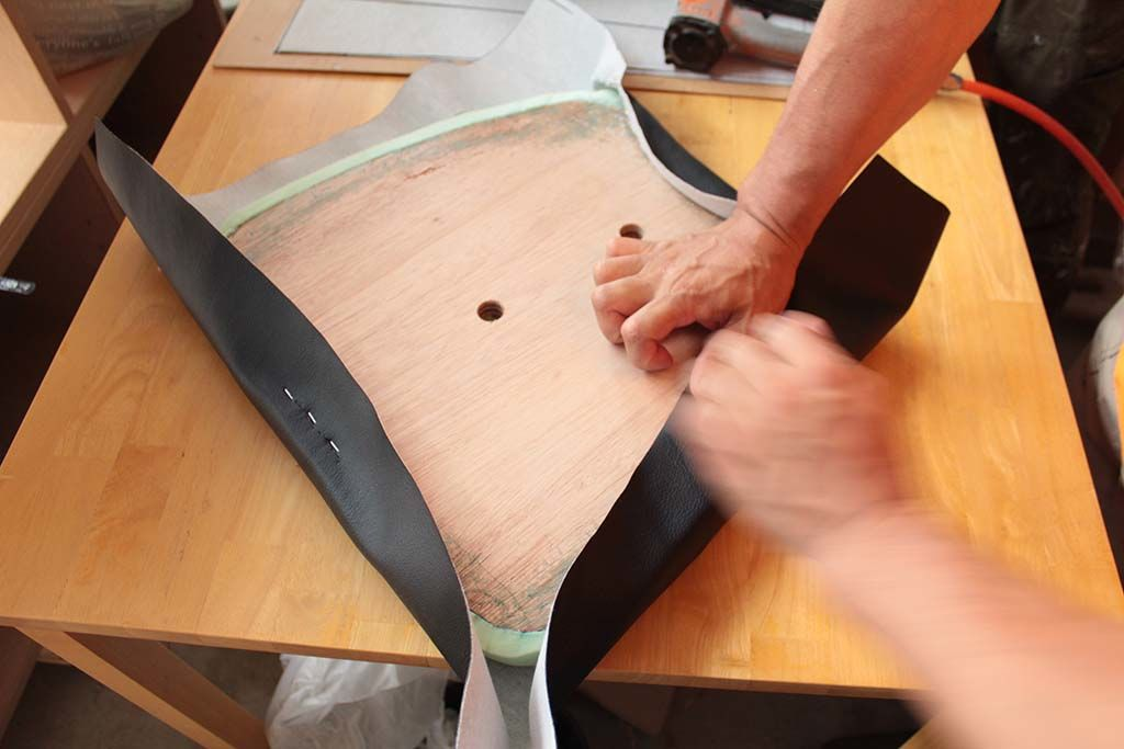 ダイニングチェアを分解してリペアし座面生地も貼り替え