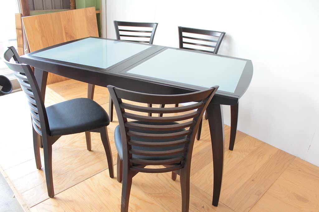 セットのテーブルと併せて再塗装したダイニングチェア