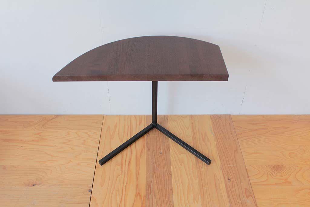 無垢オークの半円ダイニングテーブルをアイアン脚の三日月型サイドテーブルにリメイク