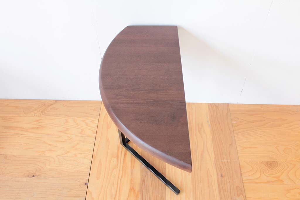 ダイニングテーブルからリメイクしたサイドテーブルの天板
