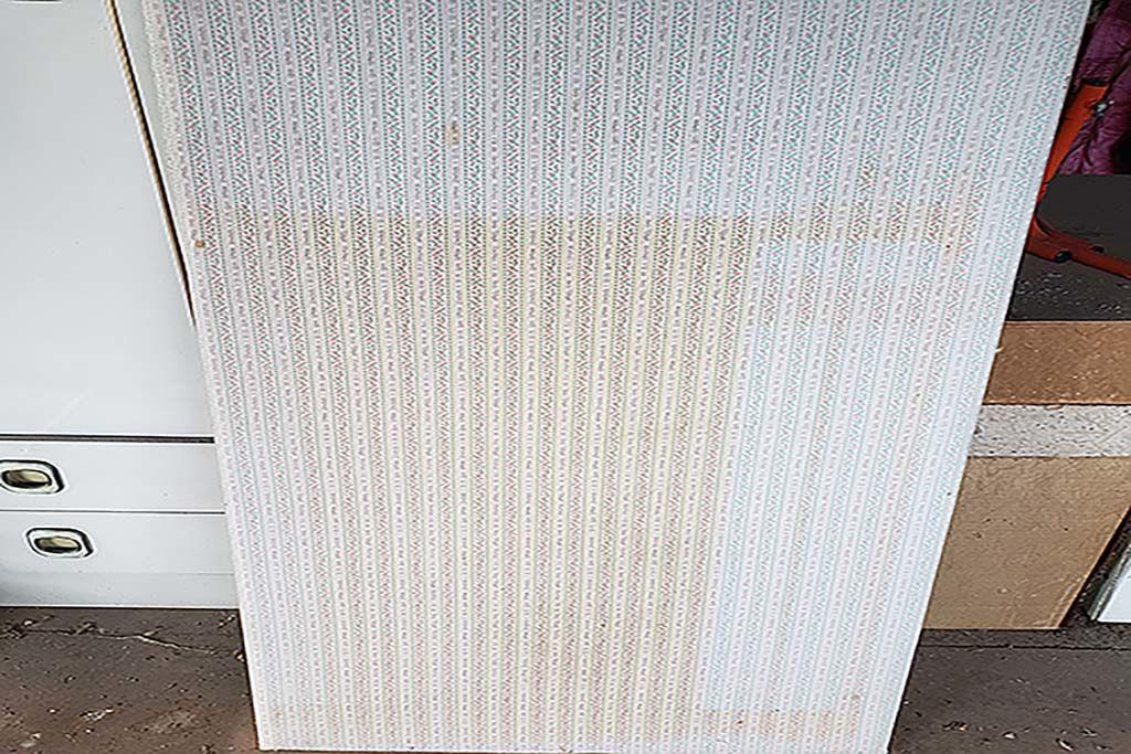 汚れがありクッションがへたってしまっていたベビーベッドの床板