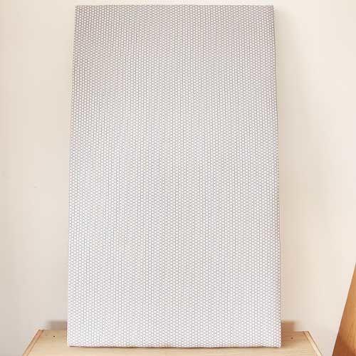 ベビーベッドの床板ファブリックとクッションを張り替えレストア アフター