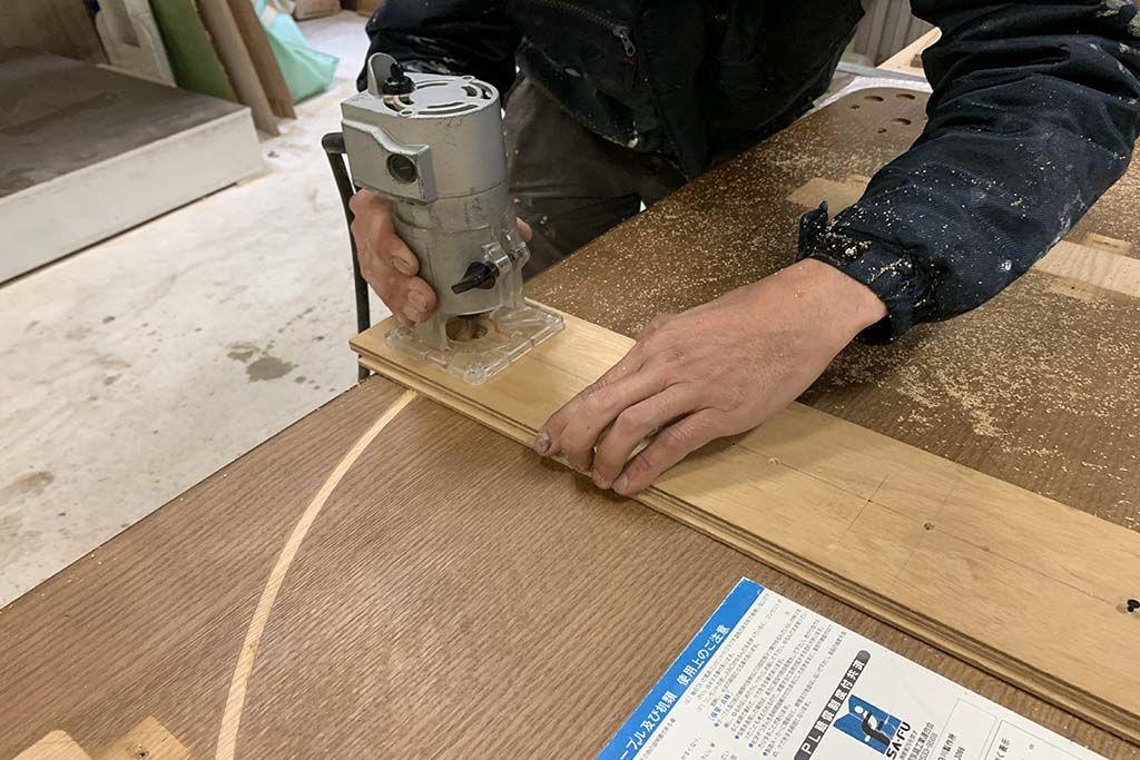 長方形の座卓から円形に切り出し リメイクの様子