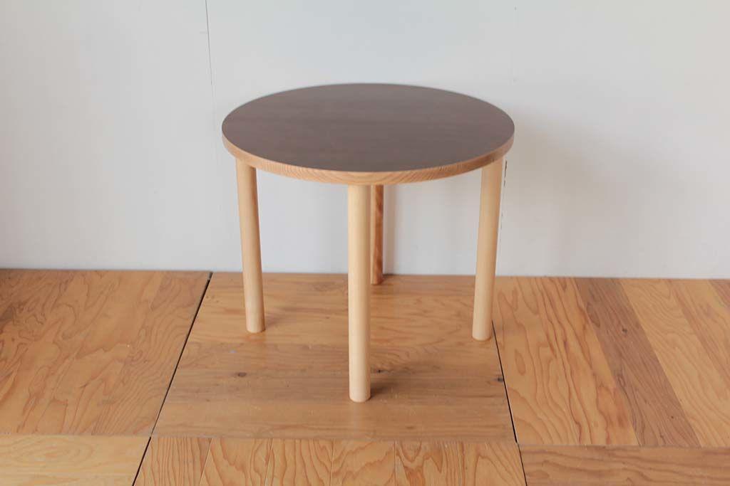 無垢板の座卓天板を円形にカットしてリメイクしたテーブル