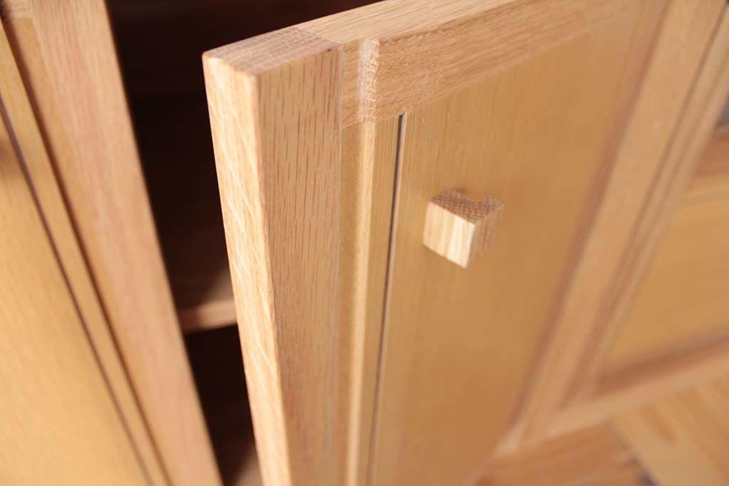 リメイク前のタンス扉の面影を残して加工したテレビボード扉