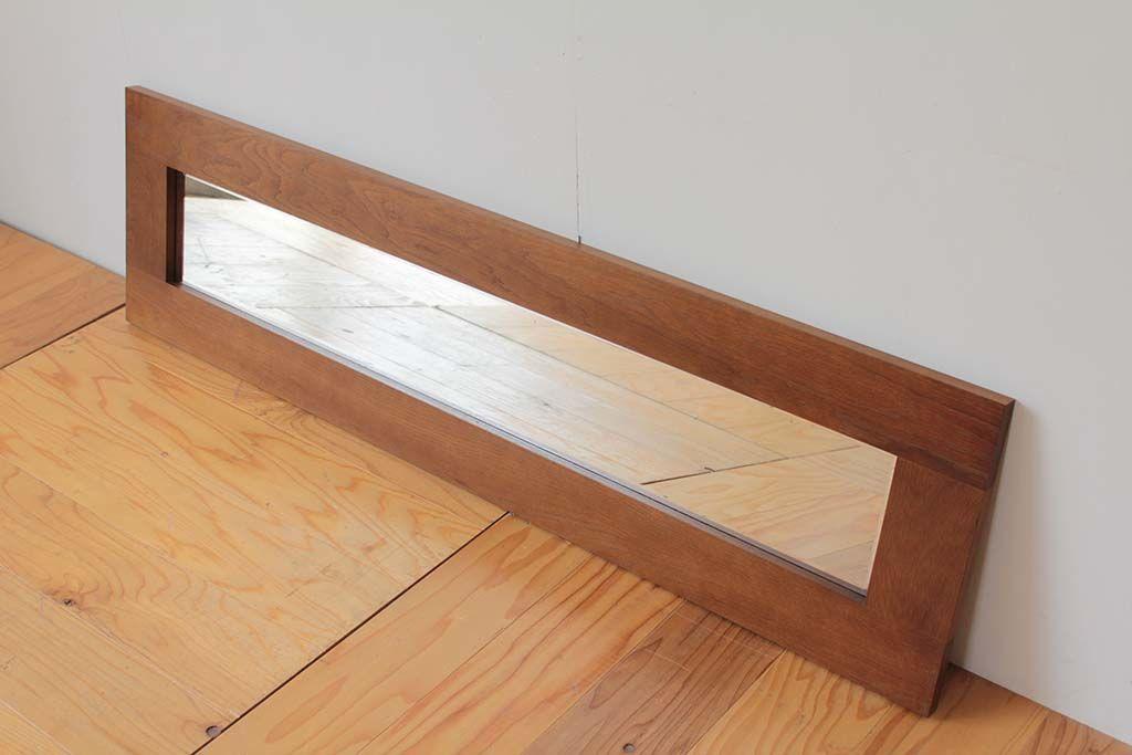 台の上などに置いて使うこともできる横長のリメイクミラー