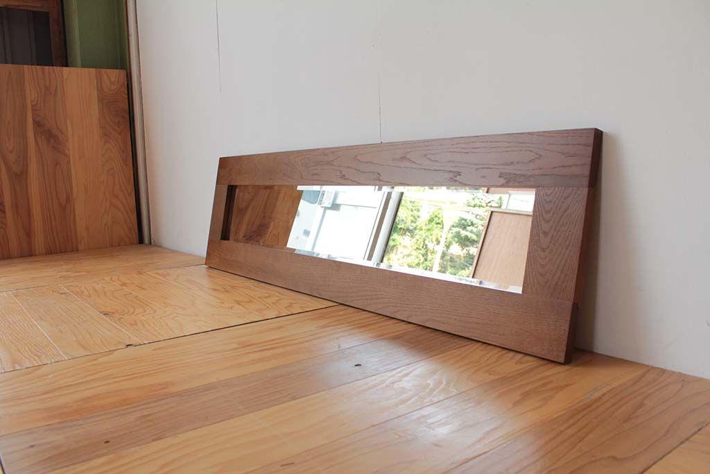 クローゼットの鏡を使った横長の壁掛けミラー