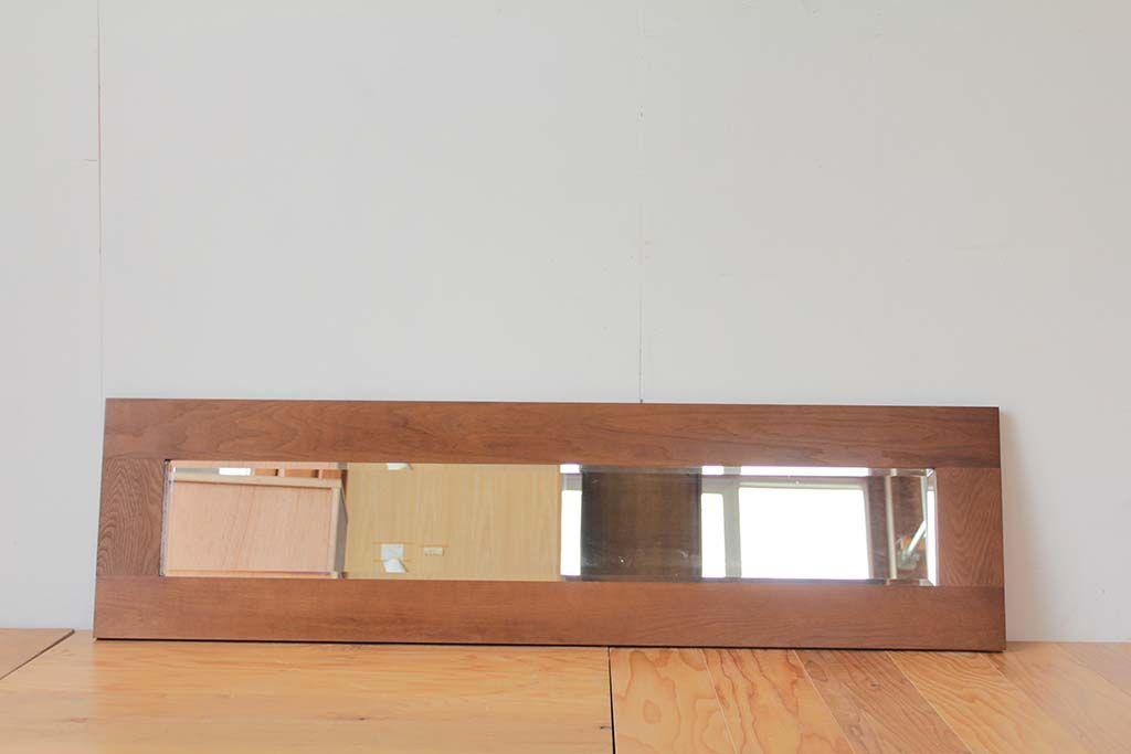 フレームの無垢材と鏡のバランスが絶妙なリメイクミラー