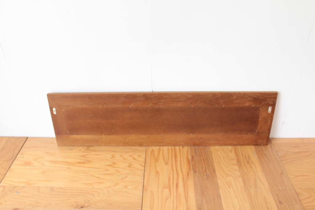 ベッドフレームをリメイクした壁掛けミラーの裏面全体