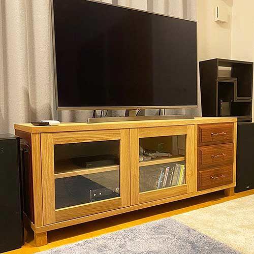 耐久性に優れる紫檀材使用のタンスをリメイクしたテレビボード