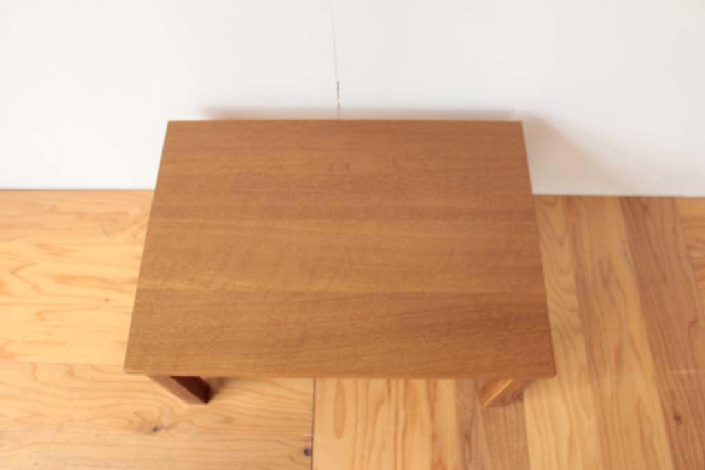 学習机がコンパクトでシンプルな座卓に