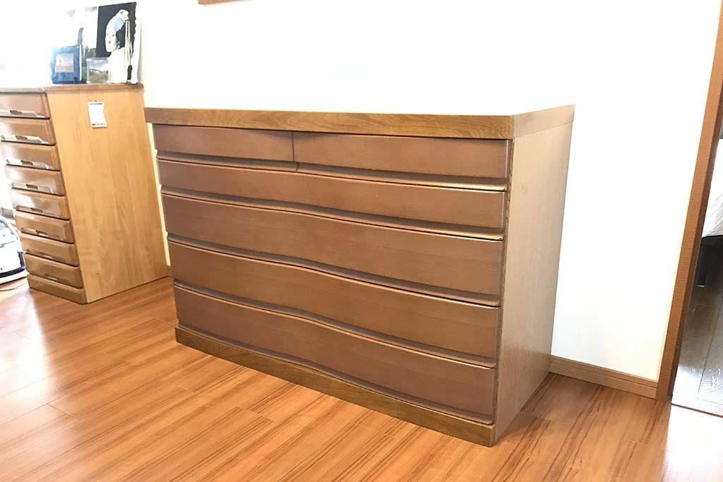他の家具とも揃えやすい奥行き45センチにリサイズしたタンス