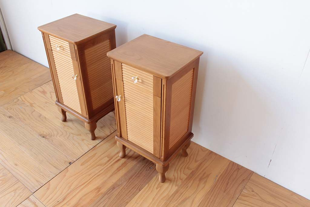 婚礼家具グローゼット扉から猫脚ナイトテーブル天板オーク材