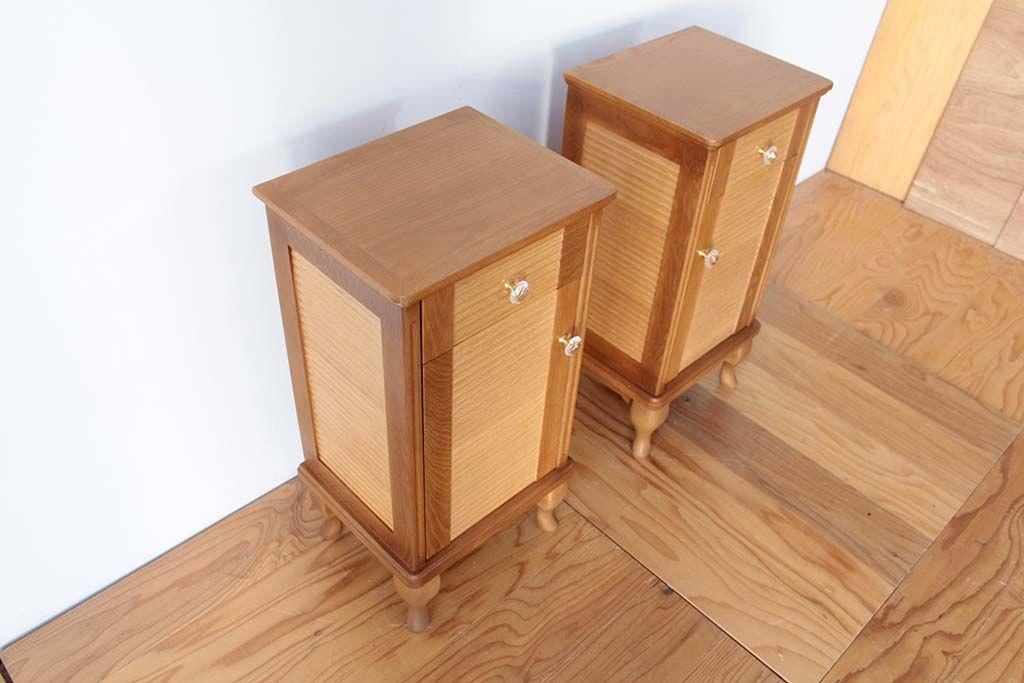 婚礼家具グローゼット扉から猫脚ナイトテーブル上から画像