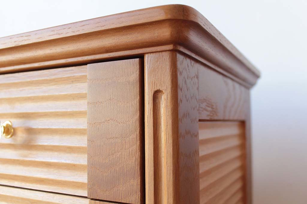婚礼家具グローゼット扉から猫脚ナイトテーブル2台へリメイクトリマー加工