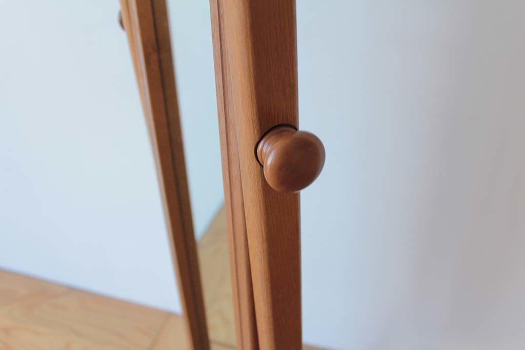 婚礼家具クローゼットの鏡から姿見アンティーク調シュバルミラー角度調整ツマミ