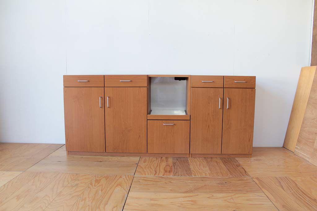 梁に収まるサイズに食器棚の下部をカットしてリサイズリメイク