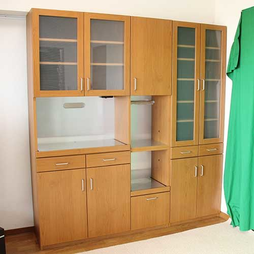 梁に収まるサイズに食器棚をリサイズリメイク納品画像