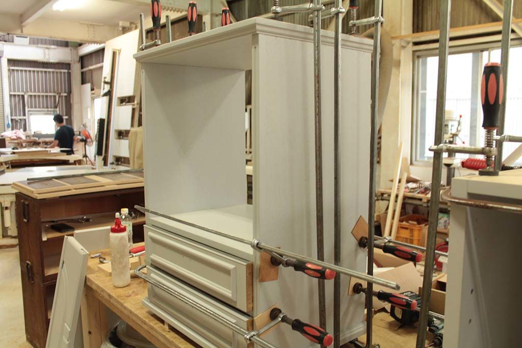 婚礼家具3枚扉クローゼットからホワイト電話台へリメイク組み立て作業