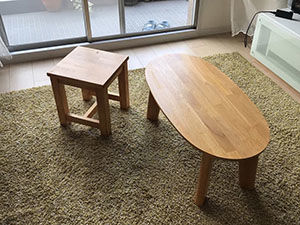 楕円形のローテーブルを一回り小さいテーブルと玄関用スツールにリメイク