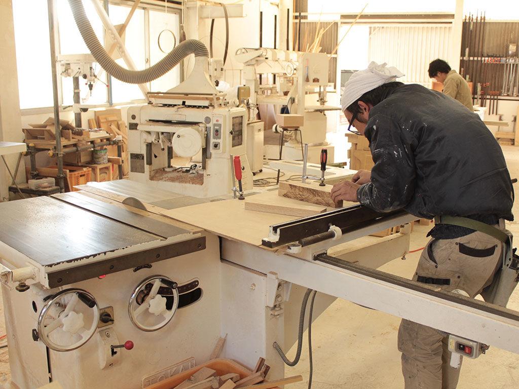 淡路島工房オニオンベースでの家具製作風景