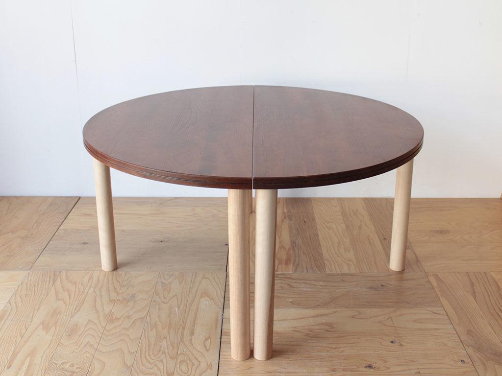 くっつけて円形テーブルとしても使える半円テーブル2台