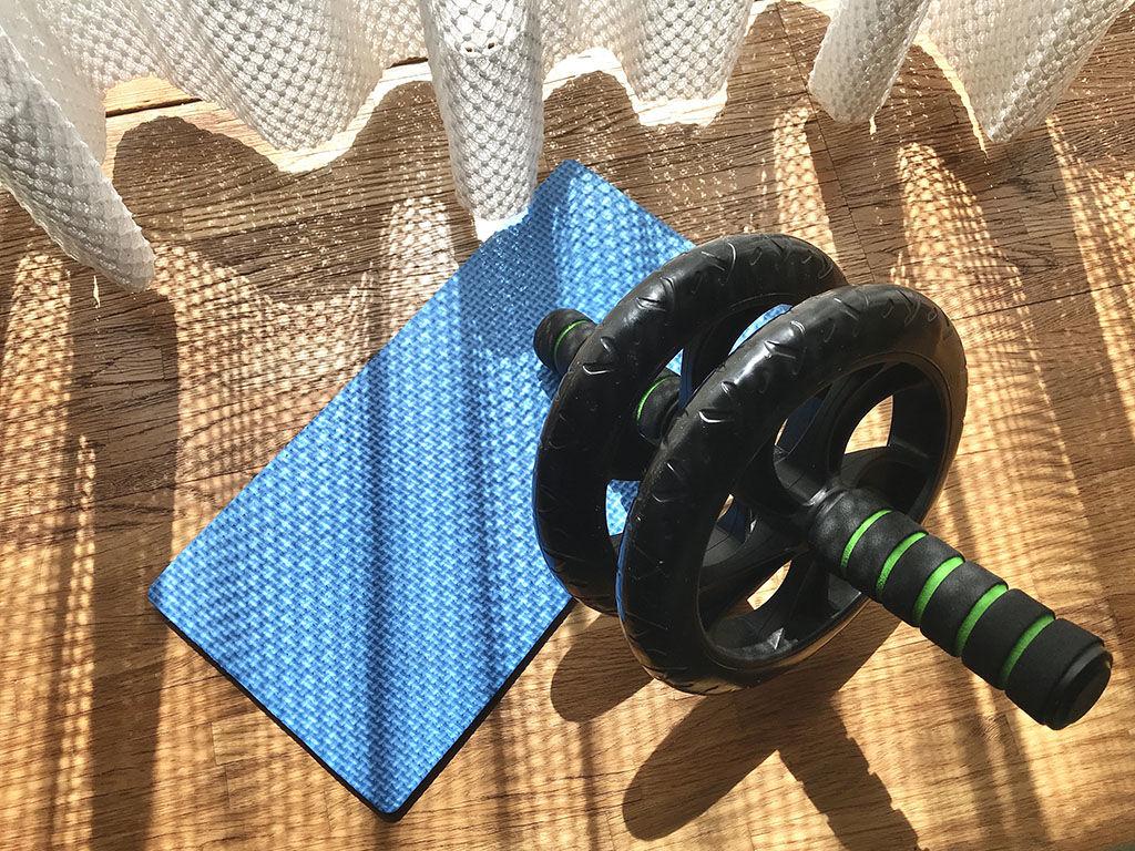筋トレ道具、腹筋ローラー