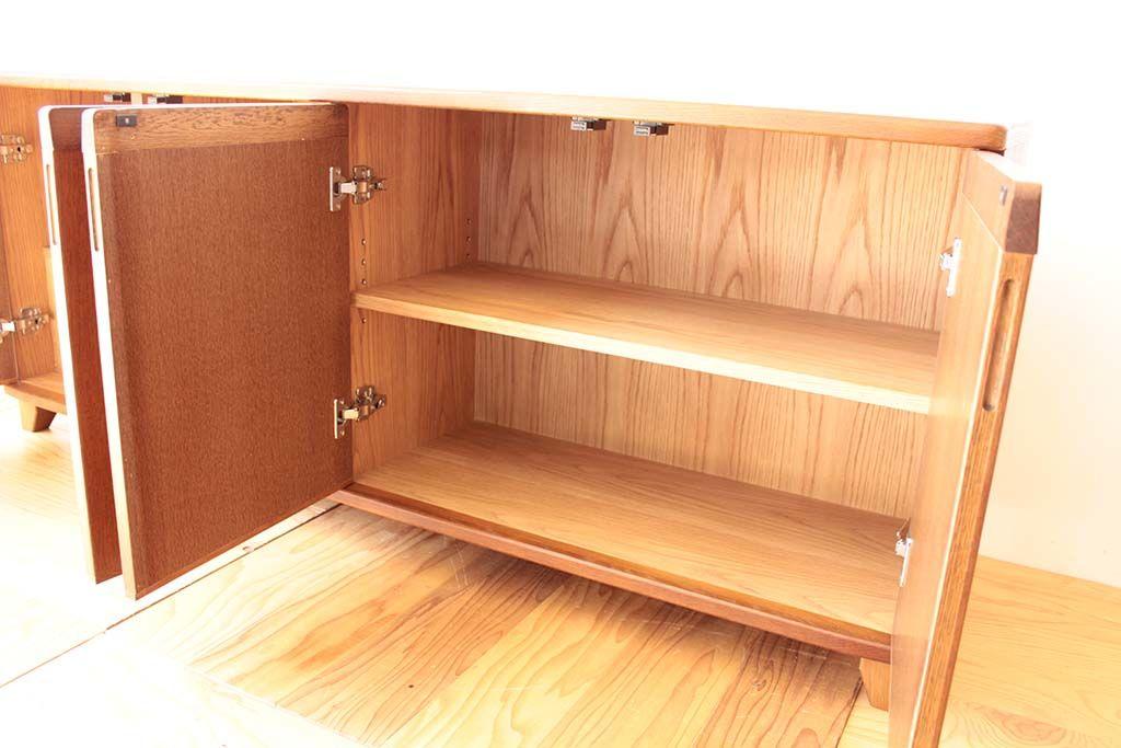 婚礼家具3枚扉クローゼットをリビングボードにリメイク扉内部