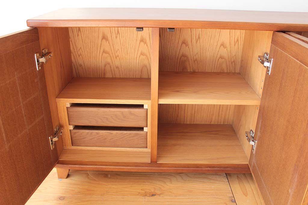 婚礼家具3枚扉クローゼットをリビングボードにリメイク引き出し2段も内部に