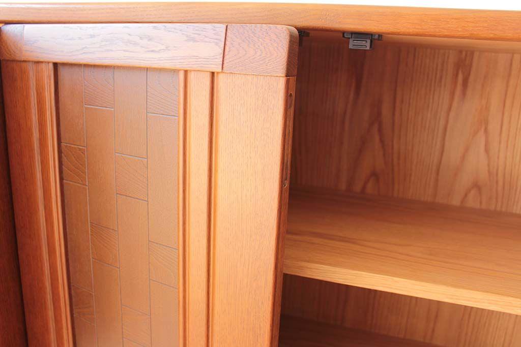 婚礼家具3枚扉クローゼットをリビングボードにリメイク扉はプッシュラッチオープン