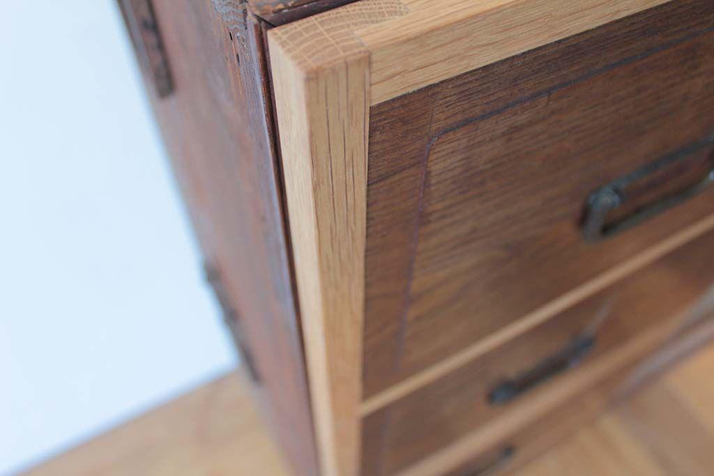 和ダンスを開き扉キャビネットにリメイク扉枠は無垢オーク材