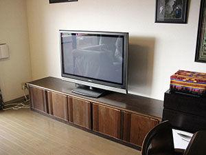 3枚扉の婚礼タンスをリメイクしたテレビ台
