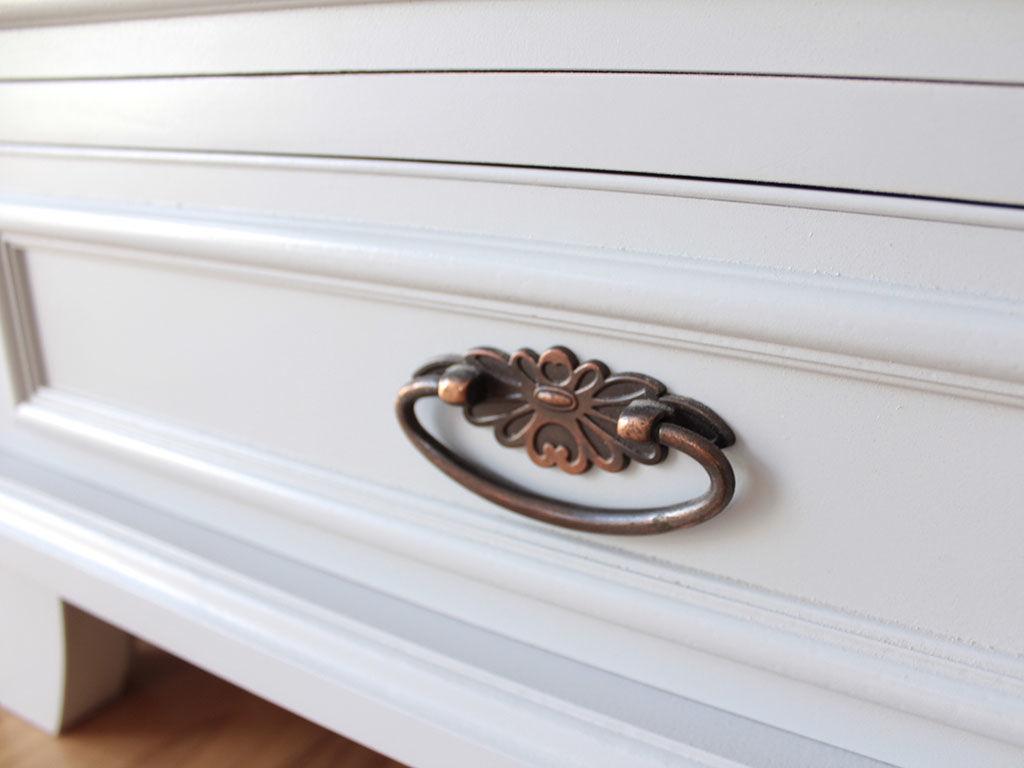 婚礼家具の和タンスの引き出しを白塗装して電話台にリメイク