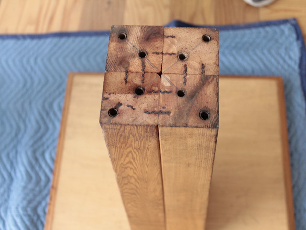 脚と天板が分解不可のカフェテーブル