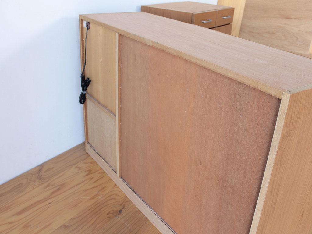リサイズした食器棚の背面