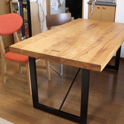 高さをリサイズさせていただいた鉄脚のダイニングテーブル