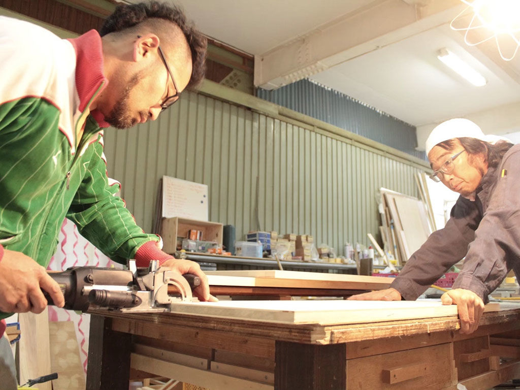 家具のリメイク製作の様子