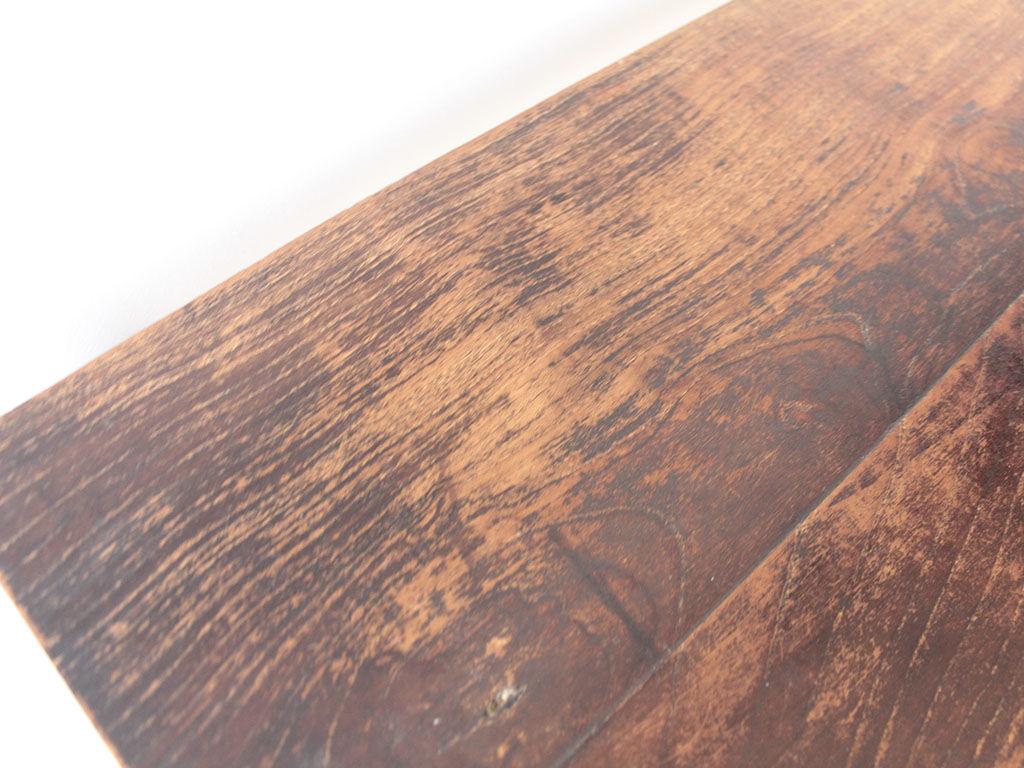 無垢チークの天板の味わいを残しながら美装します