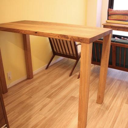 お客様のお部屋にリメイクさせていただいたテーブルを設置
