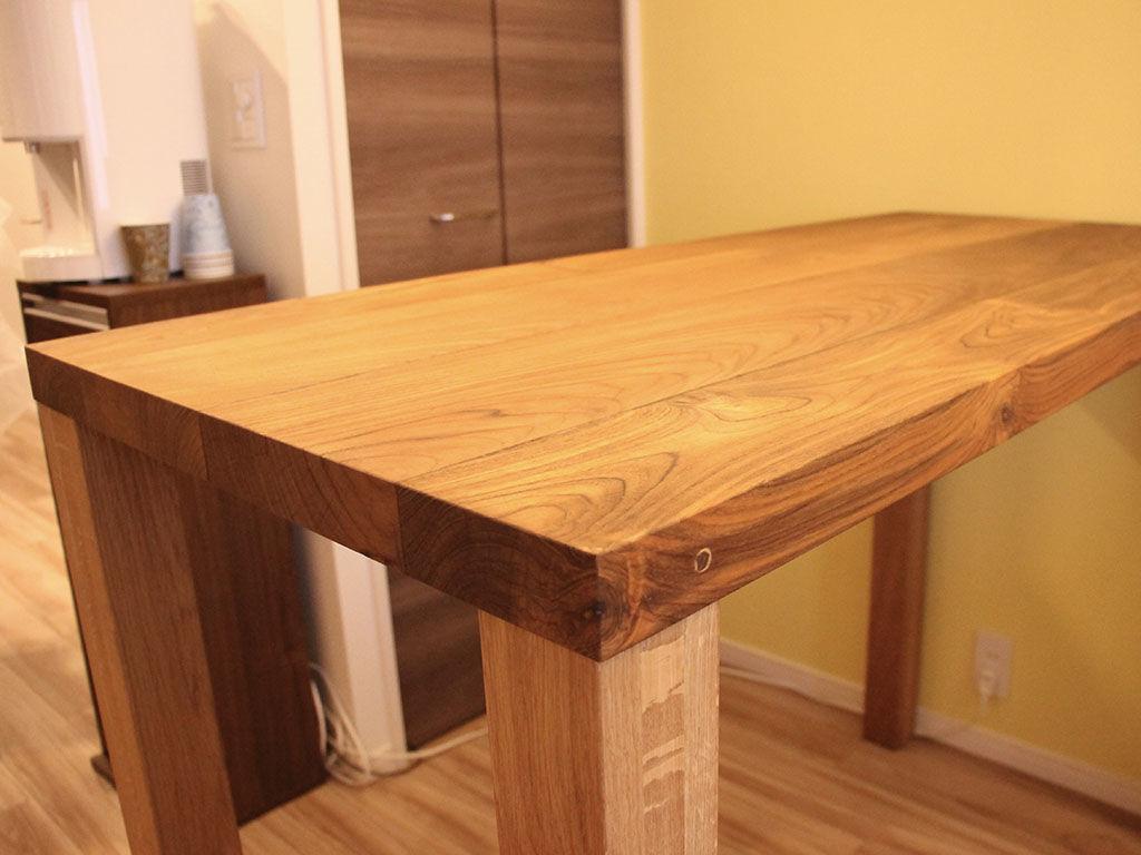 お客様のお部屋にとってもお似合いのテーブル