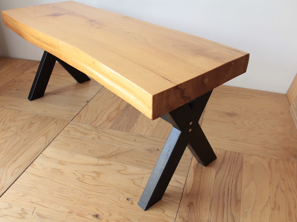 分厚い天板に黒染めX脚がカッコいいテーブルにリメイク