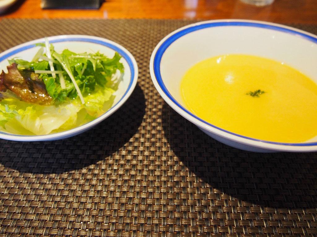 『ル・モンド』スープとサラダ
