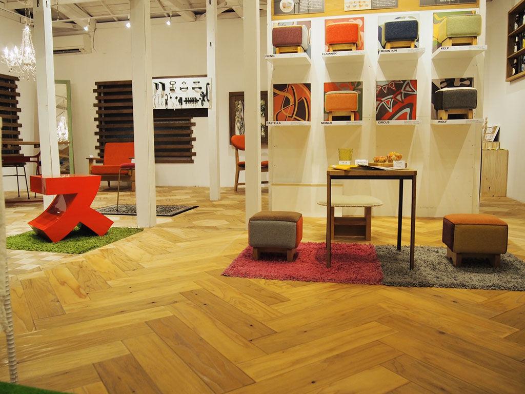 家具リメイクのお打ち合わせスペースにもなる東京店シモキタベース