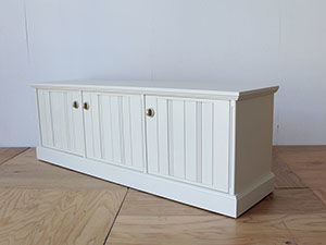 婚礼タンスの扉を生かして英国調テレビボードにリメイク アイキャッチ